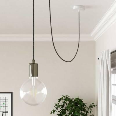 Posaluce, de chroom metaal tafellamp met strijkijzersnoer,schakelaar en platte EU stekker zonder randaarde