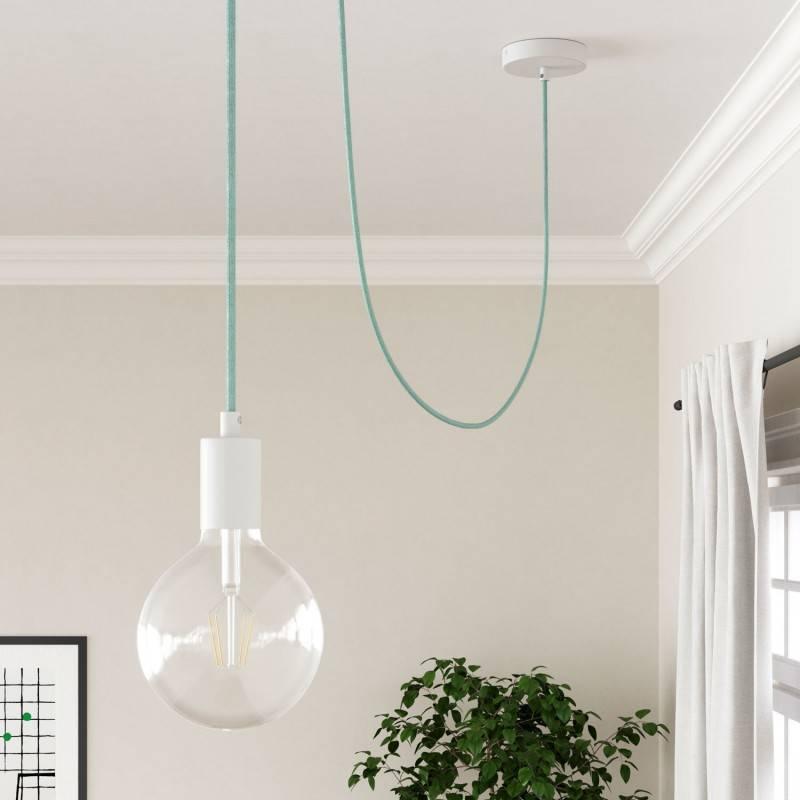 Parelzwart metalen wand- of plafondlamp.